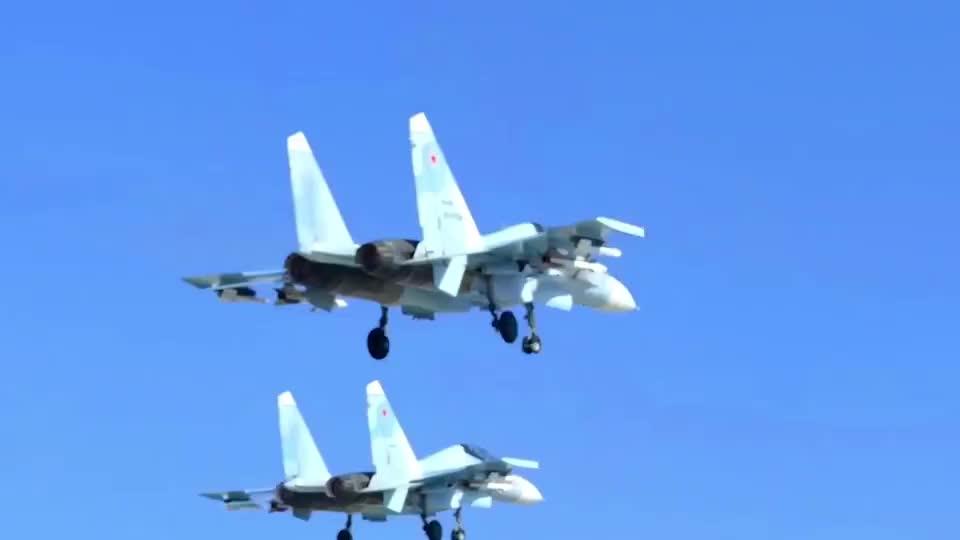 俄罗斯空军Su-30SM发射空对空导弹,驾驶舱近拍摄导弹发射瞬间