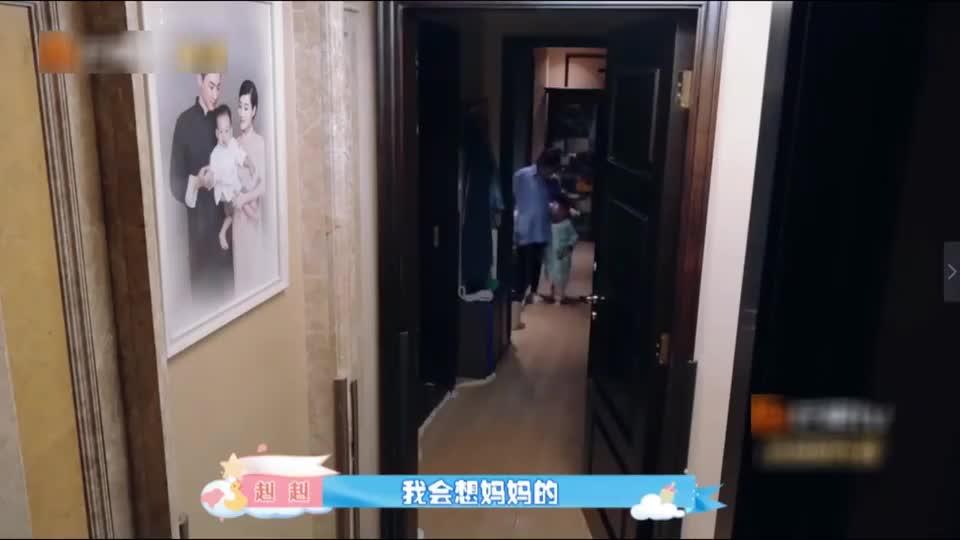 赳赳为了二宝尝试分房睡,结果哭闹逃跑找刘璇,王弢的举动超暖心
