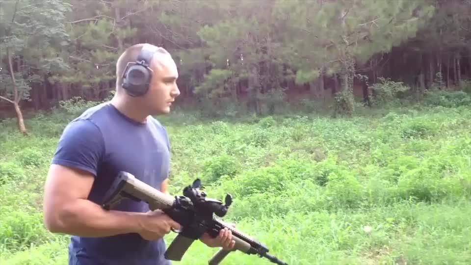 户外测试安装消音器的M4卡宾枪,前后对比,是不是天差地别!