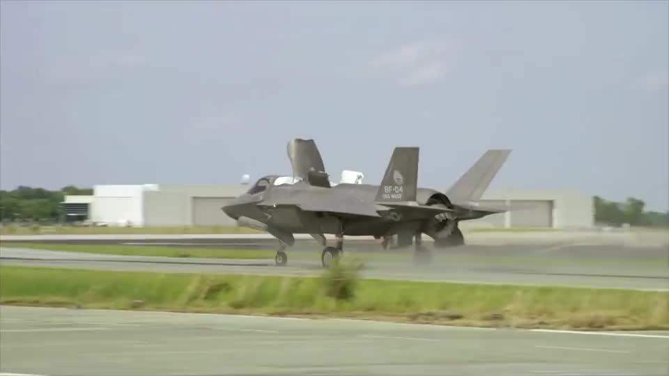 实拍F35战斗机投弹训练,这威力看着不咋地啊
