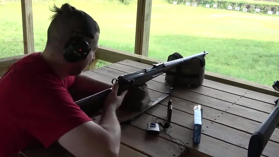 瑞士施密特鲁宾直拉式步枪,它是K31的前身,优点就是拉栓快