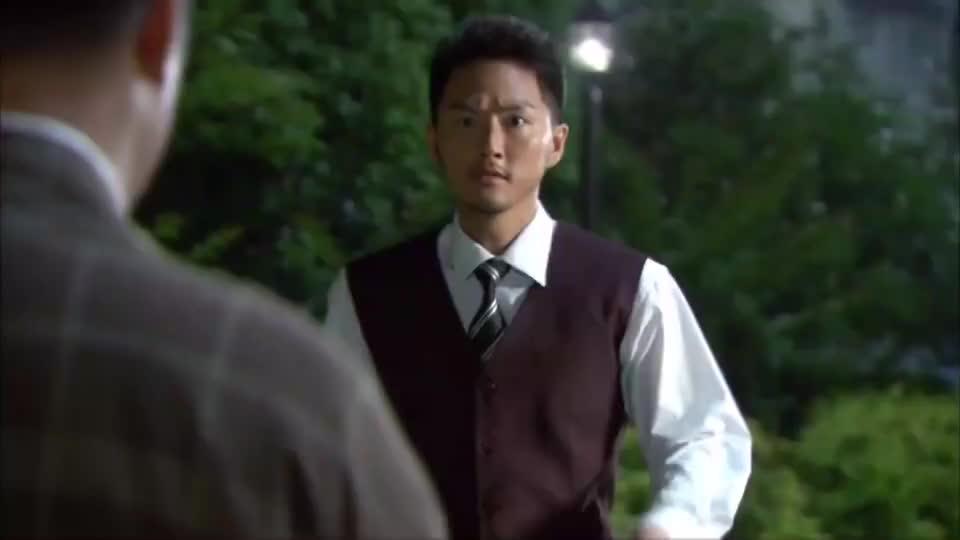 武藤杏子暗杀牧兰,没有想到俊武过来探视,破坏了她的计划
