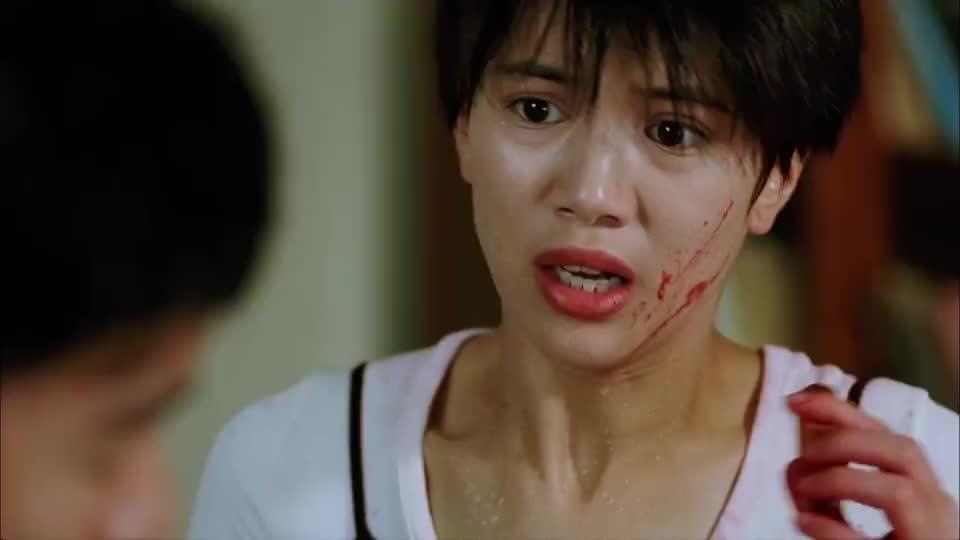 当星爷发现李香琴的真面目,却发现自己爱上了她,不忍心杀她