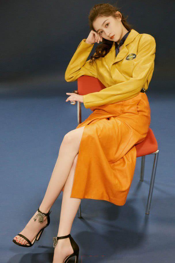 """""""国民闺女""""关晓彤,你是喜欢古装的她,还是现代风的她呢?"""
