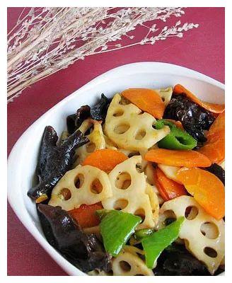 美食精选:素炒藕片,油焖尖椒,酒糟炒花蛤,酸萝卜炒肉的做法