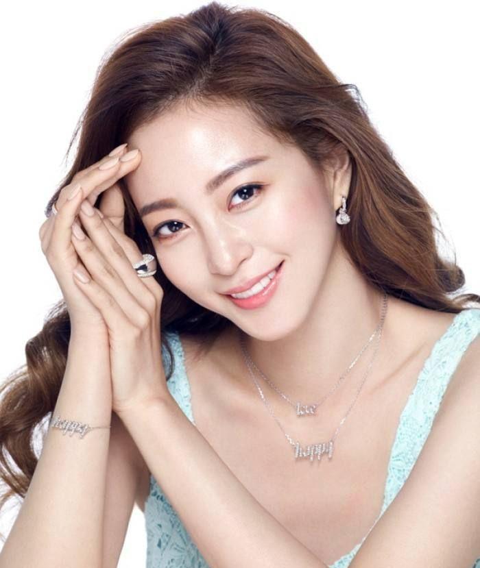 """明星韩艺瑟,韩国影视女演员,被誉为韩国""""十大最美女星之一"""""""