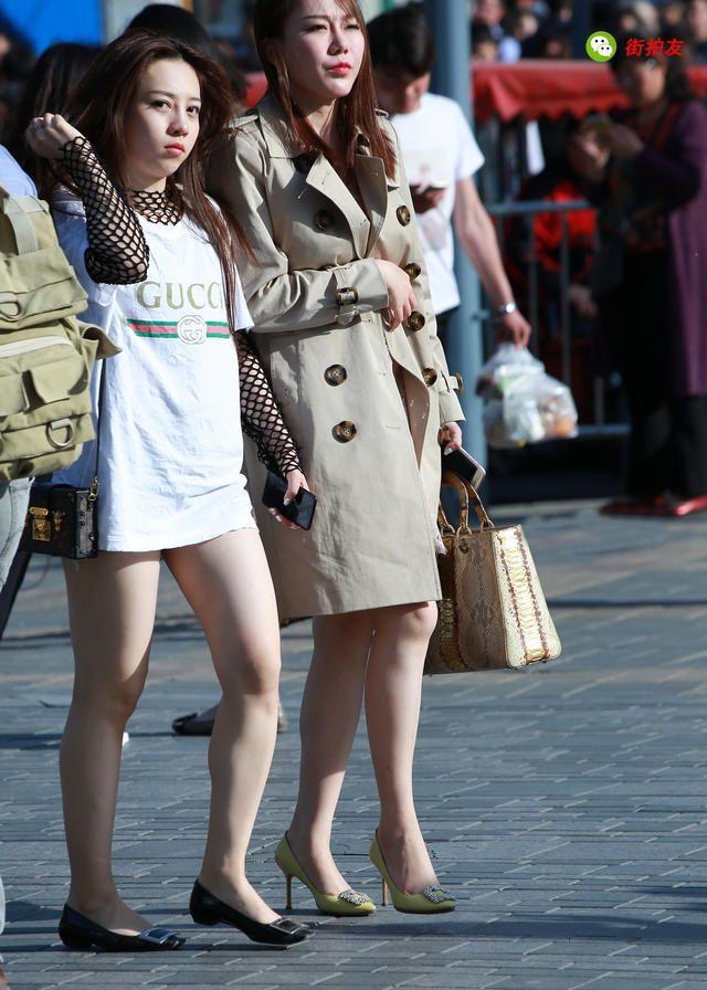 街拍:见过穿过丝网袜的,没见过穿在上半身的
