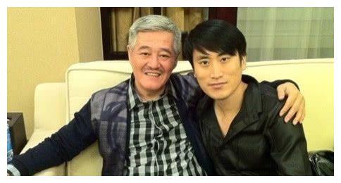 他是赵本山最争气的徒弟,《乡村爱情》把他捧红,之后竟当了老板