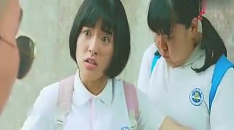 陈小希看到同学被欺负,扬言自己老大是江辰,两男子直接开溜了