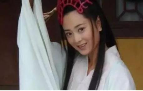 她是徐静蕾同学,大红大紫时嫁给穷小子,今36岁却被丈夫宠成公主