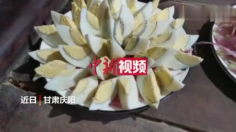 """甘肃窑洞吃""""老席"""" 品独特餐桌风景"""