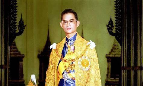 泰国诗丽吉王后一生传奇,前半生得人爱戴,后半生却饱受诟病