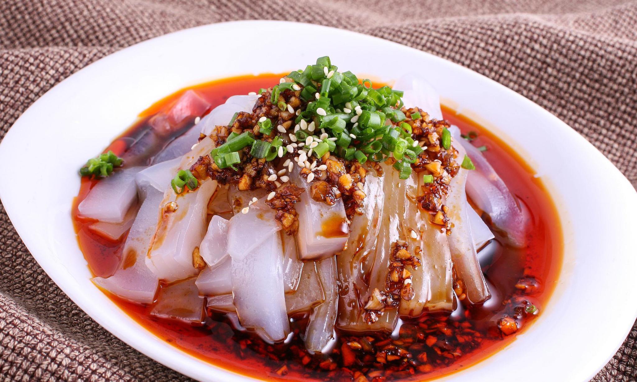 陕西有名小吃:米皮口味软糯麻辣,口感爽滑,又劲道深受大家喜爱