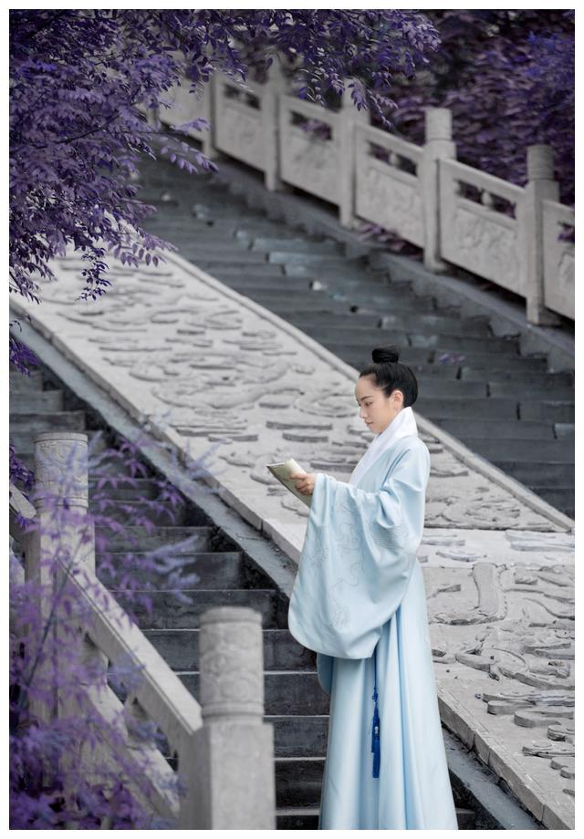 原创日常汉服道袍鲤跃,鲤鱼刺绣徐徐如上,穿在身上帅气又时尚