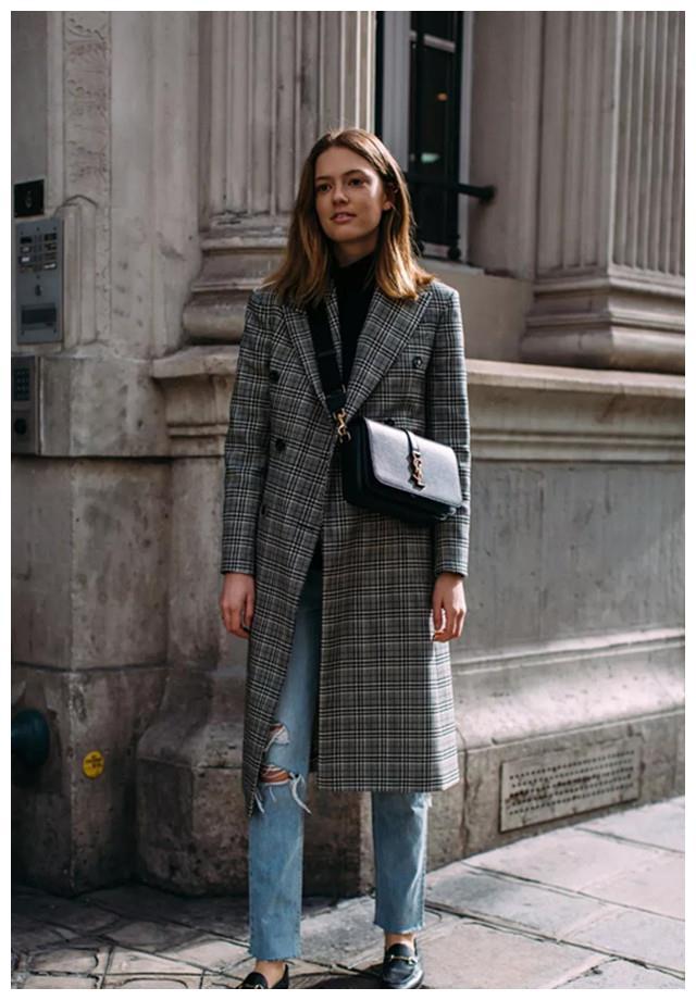 """毛衣如何穿出时髦范儿?这样搭配大衣,""""个性休闲风""""自在又好穿"""