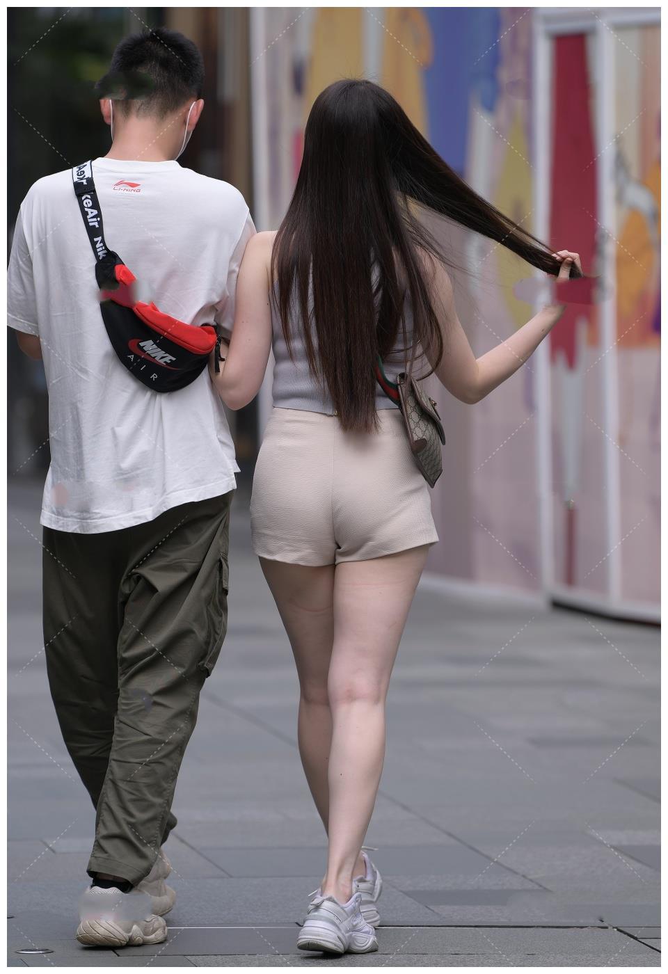 灰色系上衣搭配浅色短裤, 温柔优雅, 尽显淑女气质