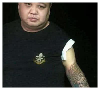 同样是纹身:孙越的霸气,鹿晗的文艺,而他的却是让人忍俊不禁