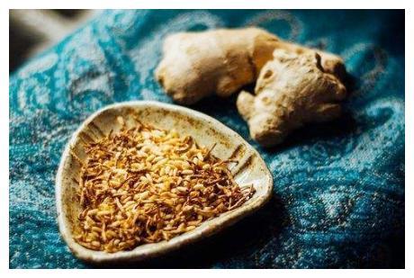 夏吃姜,大米生姜炒一炒,做成姜米茶,祛湿又暖胃,我一周吃2次