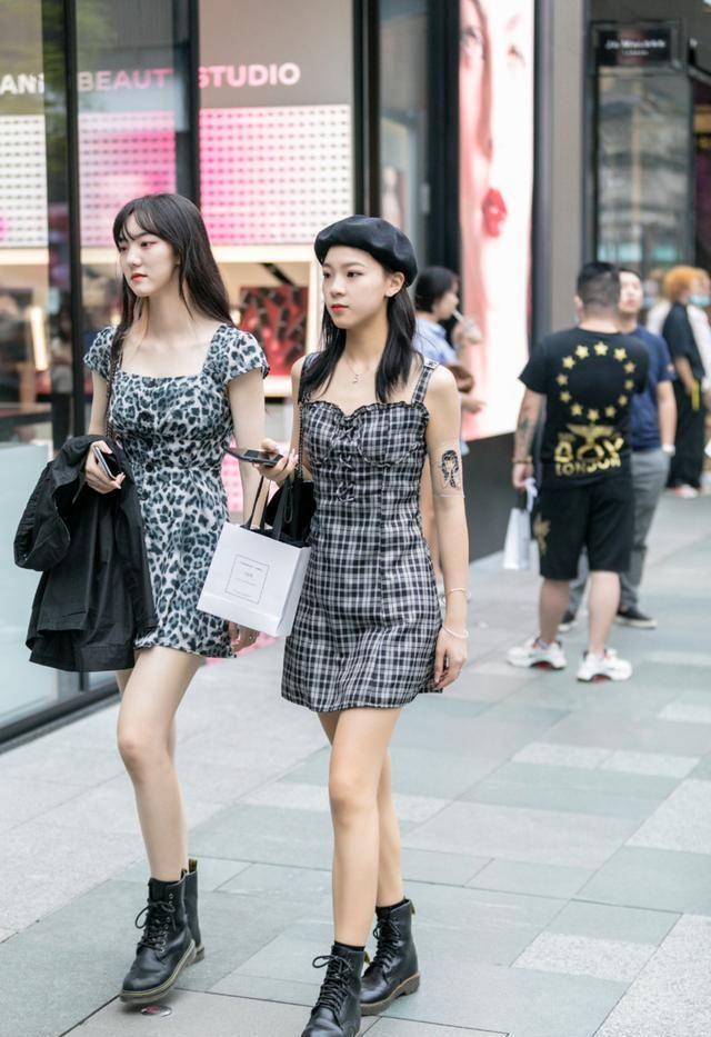 秋冬季节需要一件时尚裙装来拯救你,简单的一件裙装,尽显时尚感