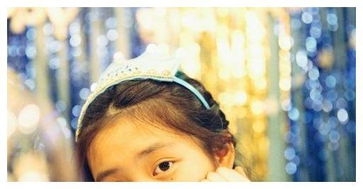 热议,黄磊13岁的女儿染了金发红唇