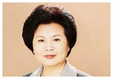 她是新闻联播主持人,曾在央视主持35年,今70岁无人问津