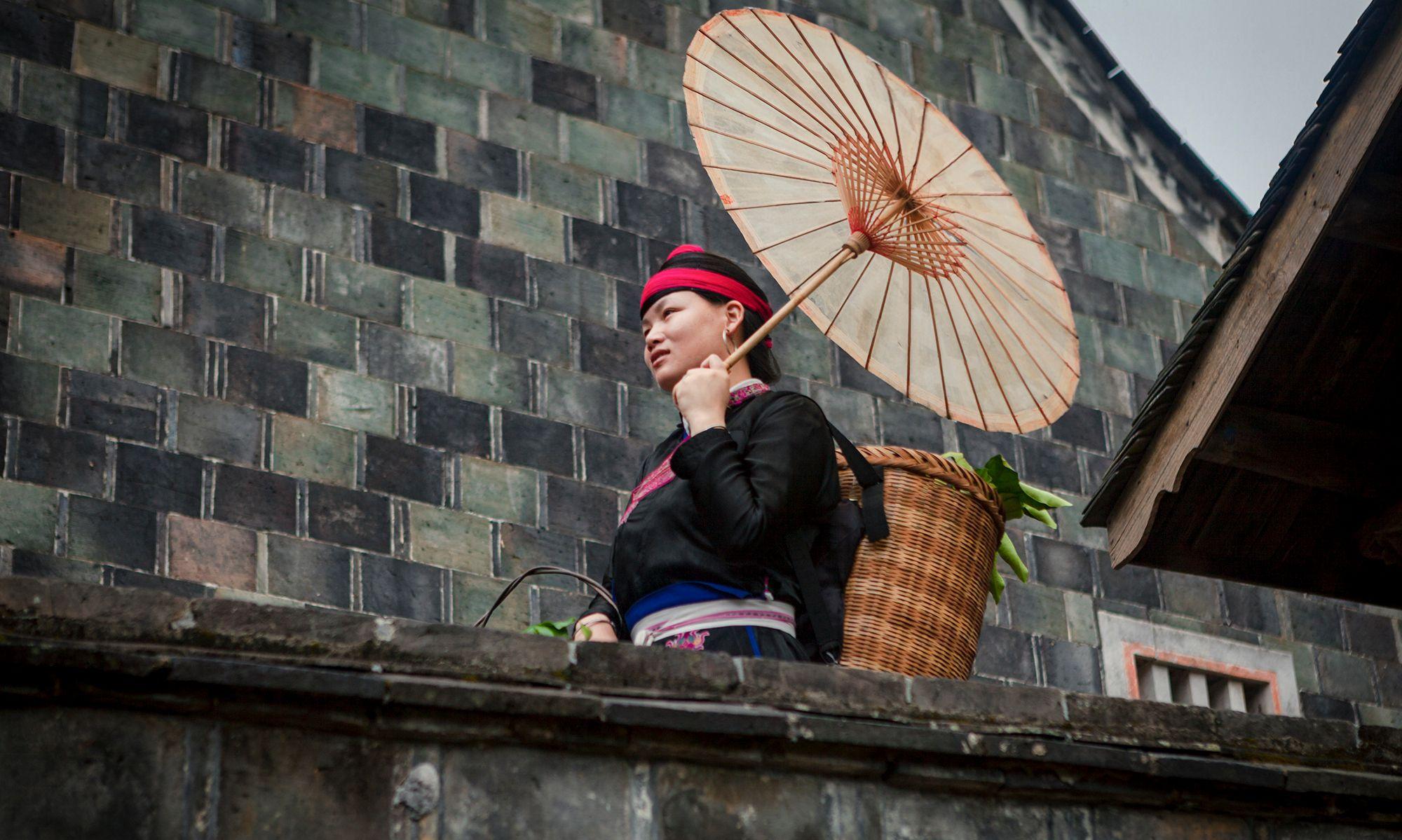 """这位畲族妇女,她生活的村子是""""第一批国家级传统村落"""""""