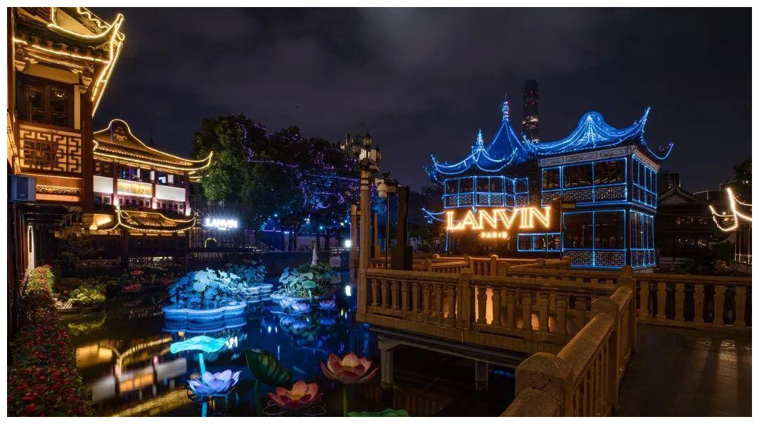 """跟着章子怡夜游豫园,竟然还遇到了""""转行""""超模的刘令姿?"""