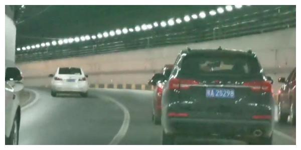 """慢车压低快速路整体车速,交警建议:在二环线试行""""限低速车道"""""""
