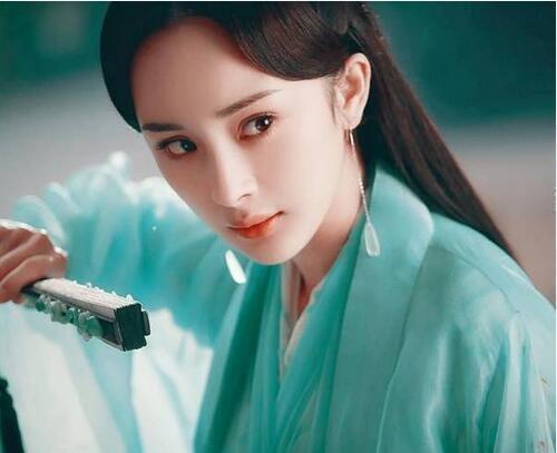 """同是""""赫本妆"""":杨幂霸气,吴昕甜美,看到赵丽颖后,是心动啊"""