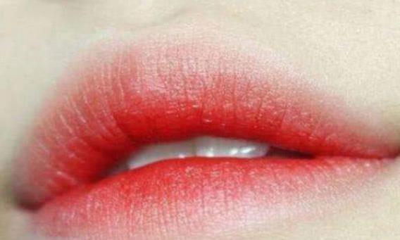 心理测试:第一眼你认为哪个嘴唇是男生?看你是几岁丢掉初吻的!