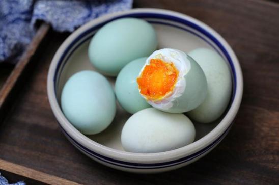 八十多岁奶奶给的腌鸭蛋配方,咸香流油一次就成功,再也不用买了