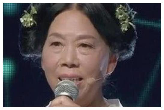 她是最丑星女郎,却被星爷两度选中,61岁翻红身家暴涨