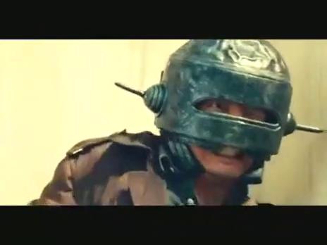港囧:姐夫带戴铁头盔逃生,小舅子被古惑仔狂追