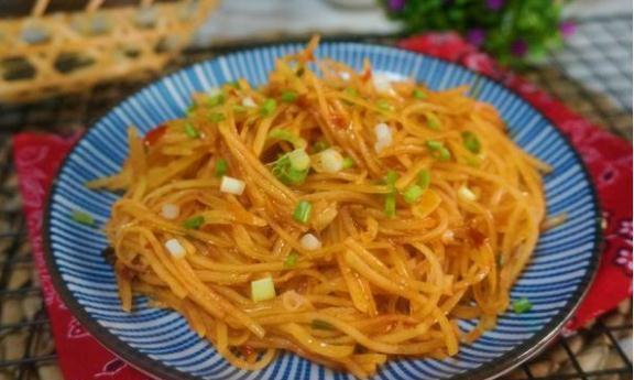 精选美食:辣炒土豆丝,迷你玉米咸蛋挞,炝拌韭菜,水萝卜烧牛肉