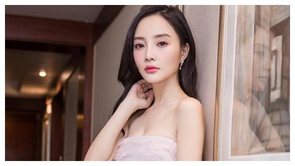 李小璐为甜馨改名,贾乃亮新恋情曝光,二人复合几率彻底为零!