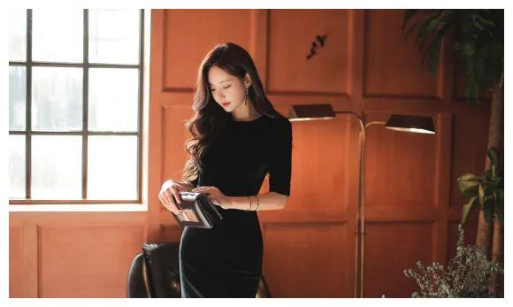 超美珠珠:黑森林咖啡媚惑深呢绒连衣裙