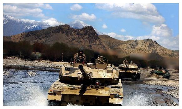 热钦山口对峙照曝光,大批15式直瞄印T72,俄:若开战,必成炮灰