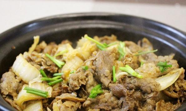 肥牛吃法介绍,大叔教你白菜肥牛煲,鲜香味美,简单易做,超下饭