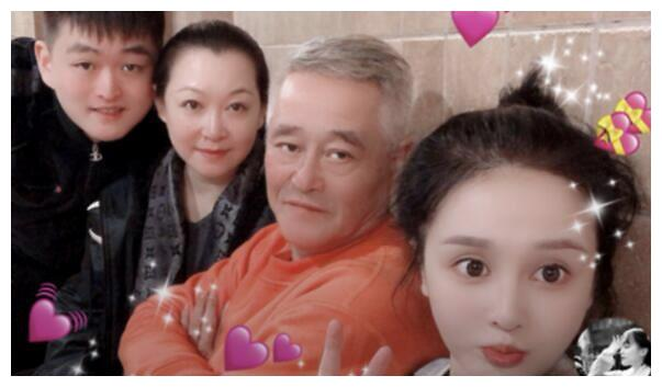 赵本山女儿自曝12岁早恋,对方竟是自家员工,坦言现在不敢找对象