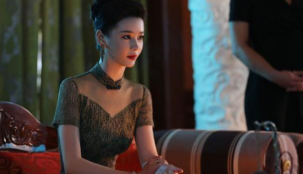 """""""晶女郎""""邱意浓真有料,看她穿旗袍就知道了,王晶的眼光真毒!"""
