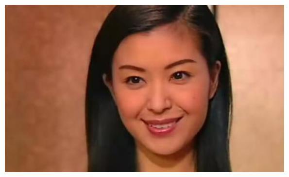 1990年,21岁伍咏薇嫁52岁富豪翁江培,仅仅13天老公便离开了人世