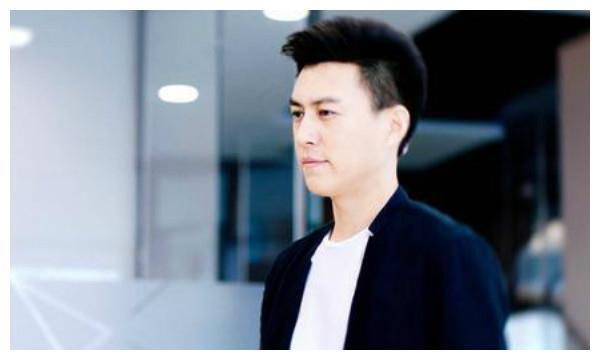 好男人靳东,与大9岁的江珊同居5年,却为何转身娶了二婚的李佳?