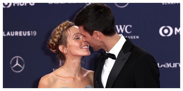 德约科维奇透露向妻子求婚细节:热气球挂浪漫横幅
