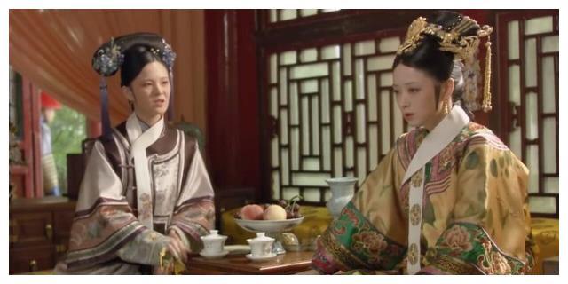 甄嬛拉拢曹琴默,为何在看到她佩戴的头饰后,特意指点她的指甲?