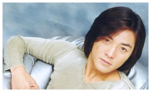 她是郑伊健的前女友,经历师生恋和两次姐弟恋,今55岁仍单身