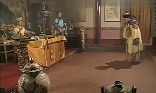 皇上龙颜大怒,责怪手下没有抓到赤龙,手下竟然想杀戮全城百姓