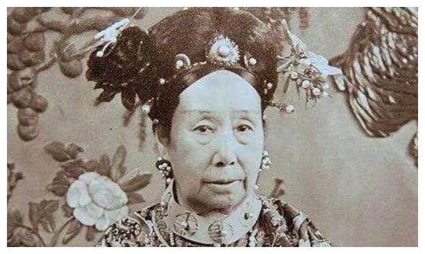 咸丰为何与慈安太后没孩子?先欣赏一下慈禧年轻的容颜,你就懂了