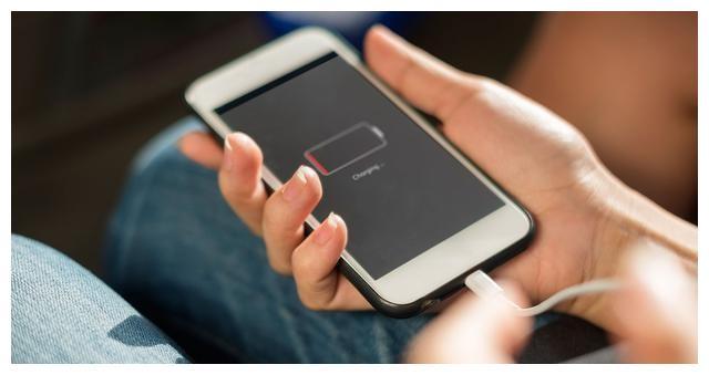苹果手机iOS 13隐藏功能,打开这个开关,电池多用一年