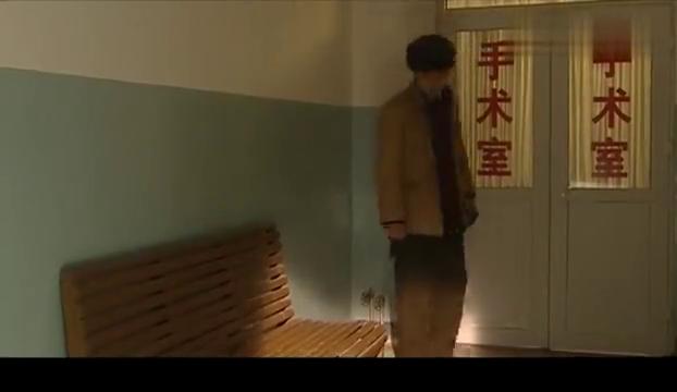 血色浪漫:李奎勇受重伤,钟岳民求周晓白借钱,抢救他
