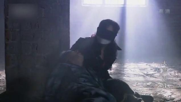 火蓝刀锋,龙百川被绑架,蒋小鱼来援救精彩片段。